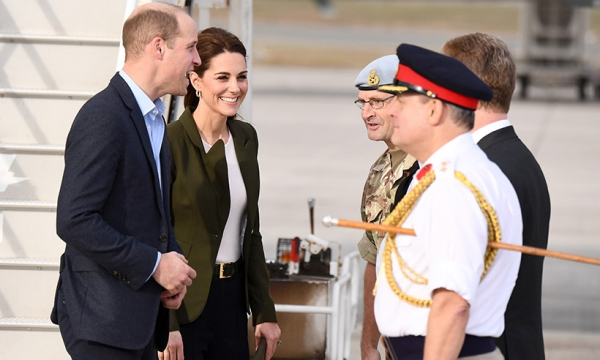 Celebrity daily edit: Kate Middleton and Prince William touch down in Cyprus, Jamie Oliver's Christmas tradition - video