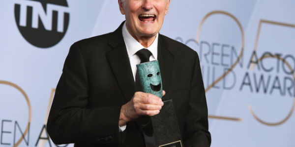Former 'M*A*S*H' star Alan Alda explains how he's coping with Parkinson's diagnosis